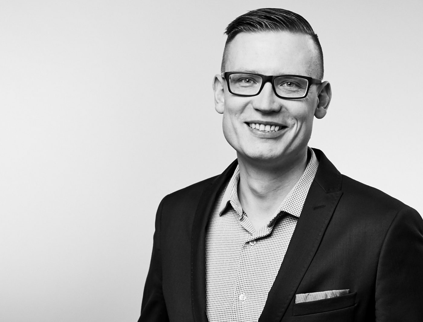 BUSINESSPORTRAIT, BEWERBUNGSFOTO, PORTRAITSHOOTING, HEADSHOT